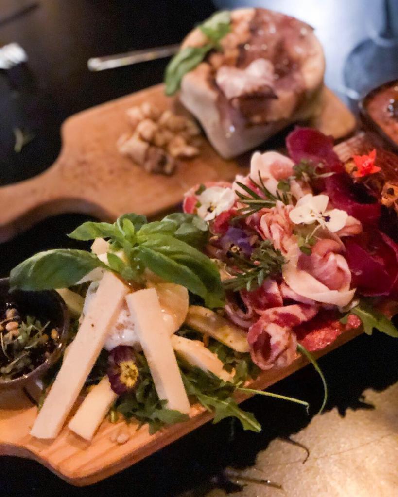 Antipasti Il Fornaio e Zuppa di Pomodoro con Crosta di Pane