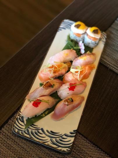 Mix de Niguiris e Peças de Sushi com ovo de codorniz