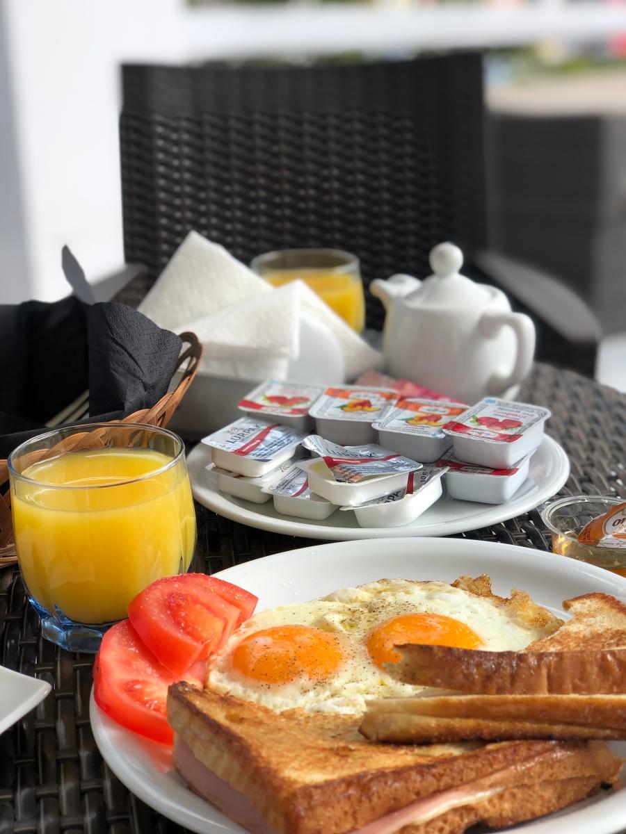 Pequeno-almoço no Hotel Eucalyptus, Santorini